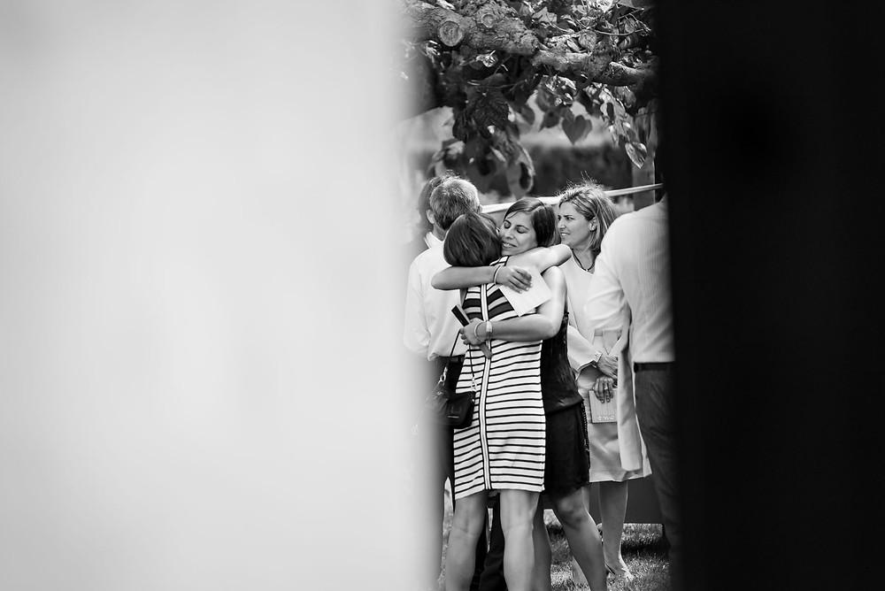invitados boda Mas Montbrió Belvédère Fotografía documental Destination wedding photographer Tarragona  Barcelona