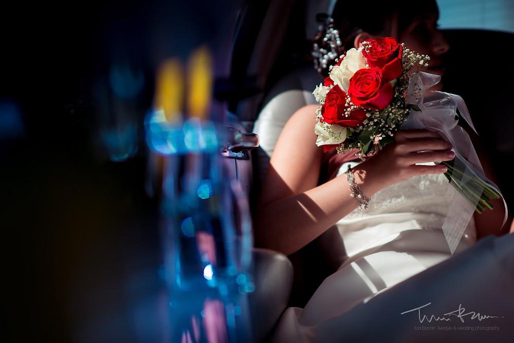 limusina novia Fotografía documenta Destination wedding photographer Tarragona  Barcelona