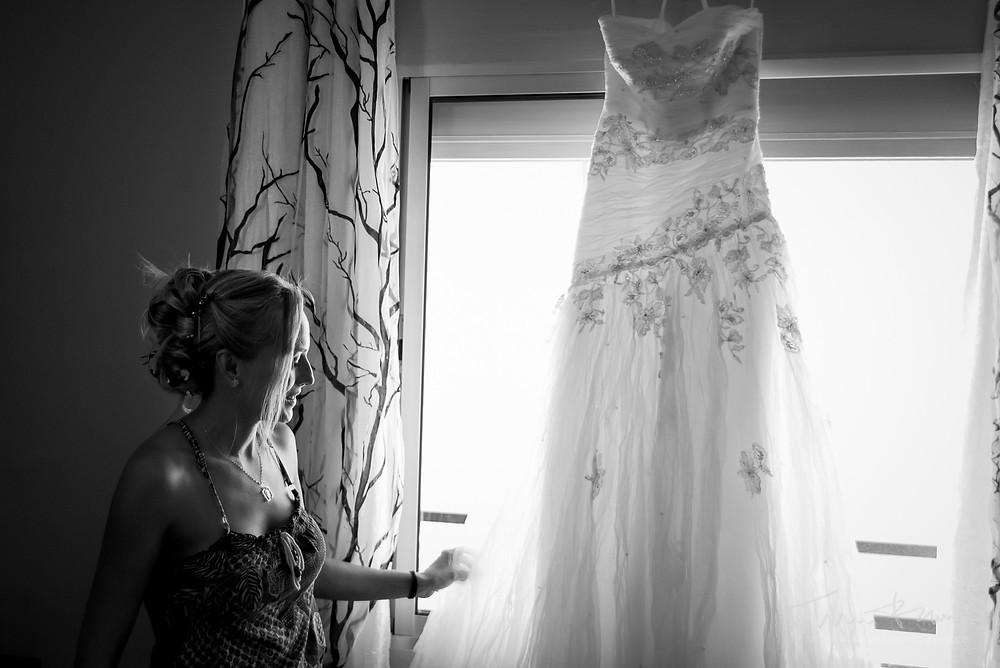 vestido novia Fotografía documental Destination wedding photographer Tarragona  Barcelona