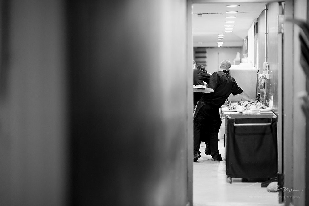 cocina camareros Mas Folch boda Fotografía documental Destination wedding photographer Tarragona  Barcelona