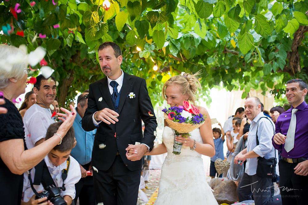 salida novios Fotografía documental Destination wedding photographer Tarragona  Barcelona