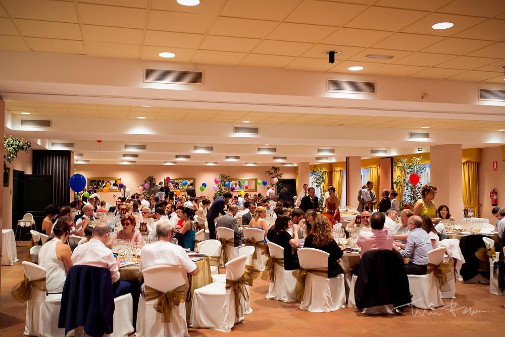 banquete restaurant les Marines Fotografía documental Destination wedding photographer Tarragona  Barcelona