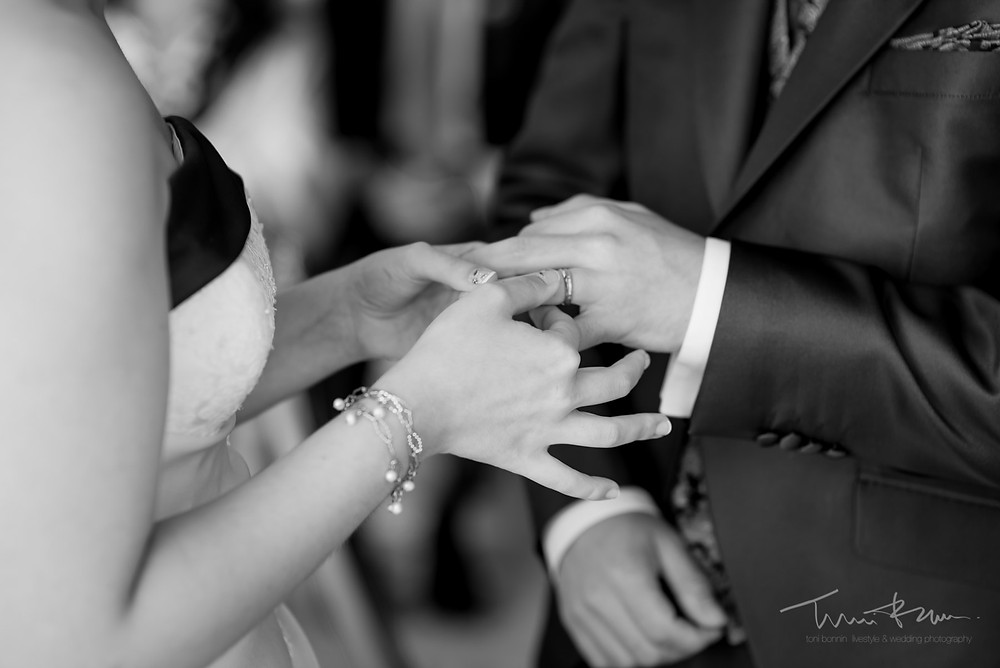 anillos ceremonia Fotografía documenta Destination wedding photographer Tarragona  Barcelona
