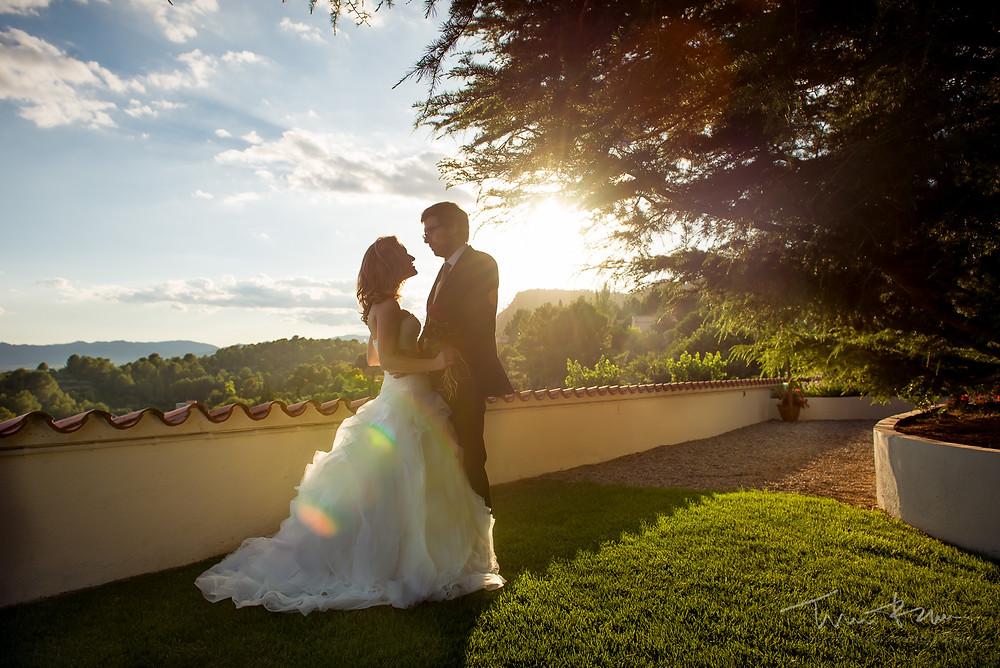 romanticismo novios Mas Folch boda Fotografía documental Destination wedding photographer Tarragona  Barcelona