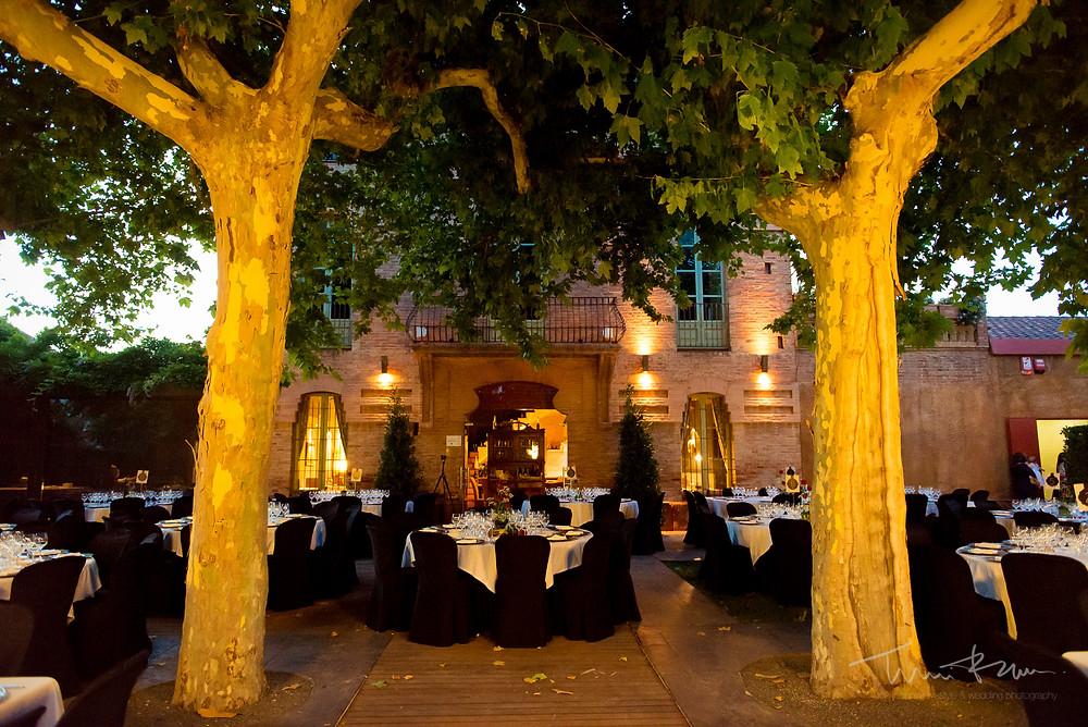 mesas vacías banquete Mas Folch boda Fotografía documental Destination wedding photographer Tarragona  Barcelona