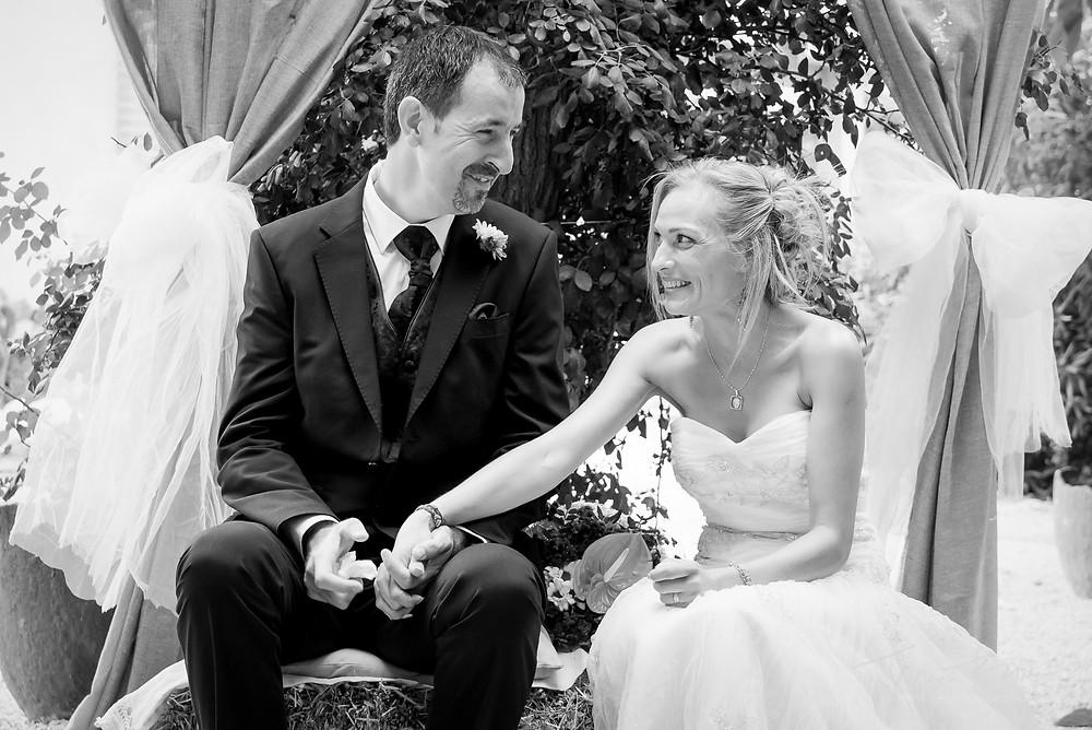 complicidad novios ceremonia Fotografía documental Destination wedding photographer Tarragona  Barcelona