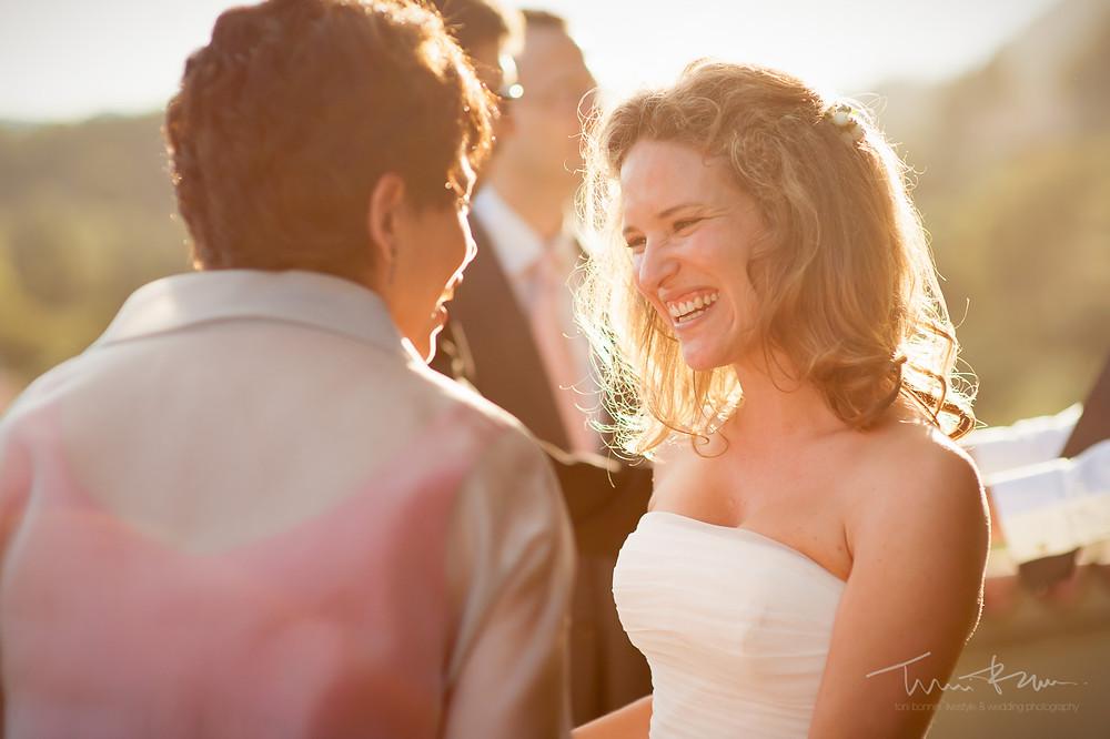 novia sonriente Mas Folch boda Fotografía documental Destination wedding photographer Tarragona  Barcelona