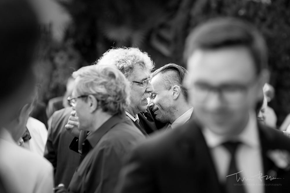 invitado emocionado llorón Mas Folch boda Fotografía documental Destination wedding photographer Tarragona  Barcelona