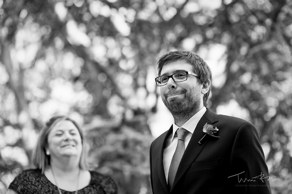 first look novio Mas Folch boda Fotografía documental Destination wedding photographer Tarragona  Barcelona