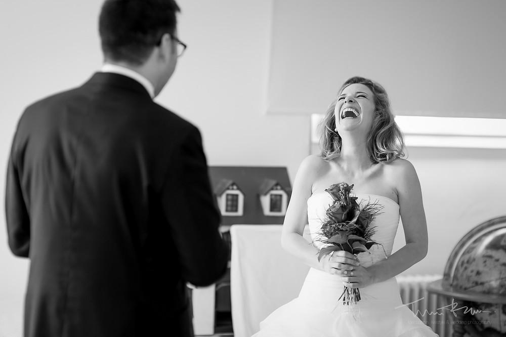 entrega ramo toya casa novia Mas Folch boda Fotografía documental Destination wedding photographer Tarragona  Barcelona