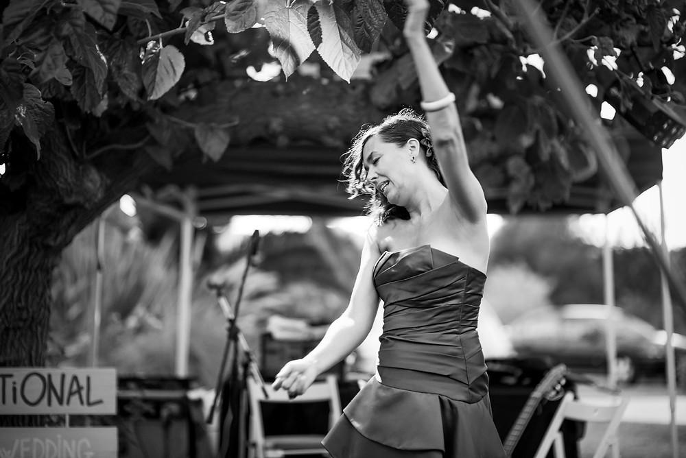 invitada boda Mas Montbrió Belvédère Fotografía documental Destination wedding photographer Tarragona  Barcelona