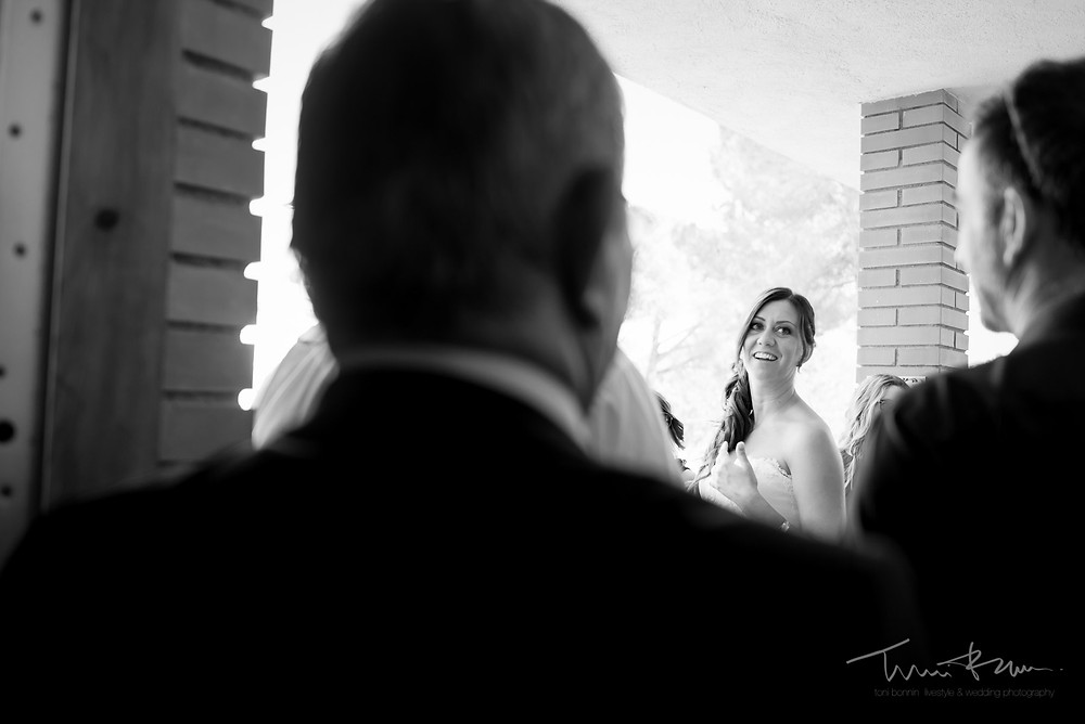 novia casa invitados Fotografía documental Destination wedding photographer Tarragona  Barcelona