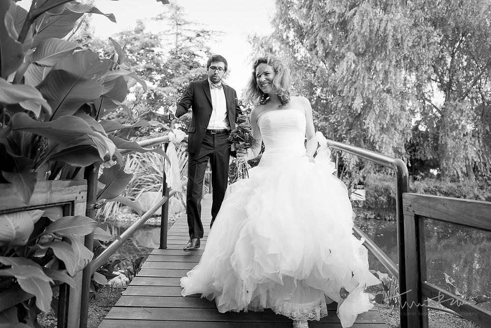 entrada novios aperitivo Mas Folch boda Fotografía documental Destination wedding photographer Tarragona  Barcelona