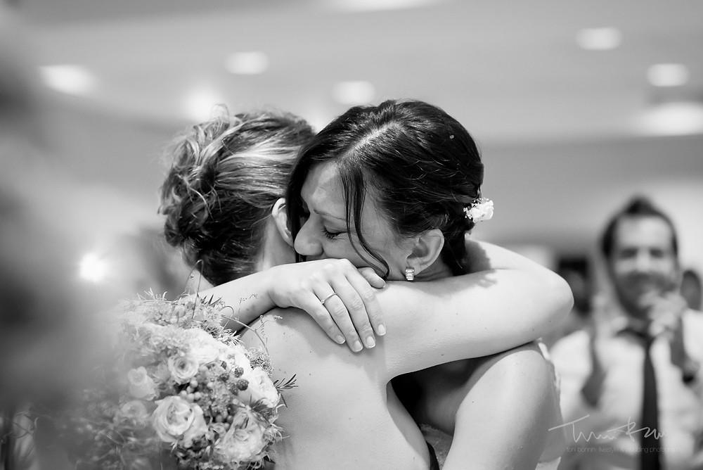 entregas emoción restaurant les Marines Fotografía documental Destination wedding photographer Tarragona  Barcelona