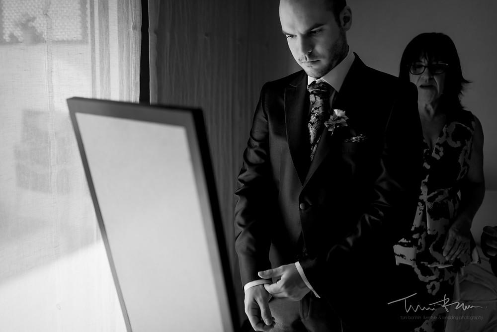 preparación novio Fotografía documenta Destination wedding photographer Tarragona  Barcelona