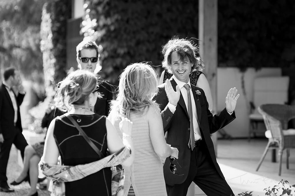 invitados Mas Folch boda Fotografía documental Destination wedding photographer Tarragona  Barcelona
