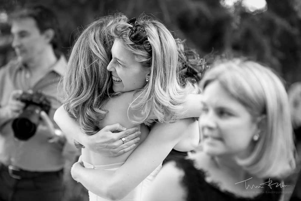 abrazos ceremonia Mas Folch boda Fotografía documental Destination wedding photographer Tarragona  Barcelona