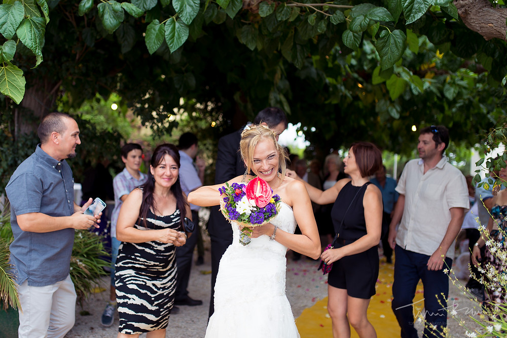 novia sonriente Fotografía documental Destination wedding photographer Tarragona  Barcelona