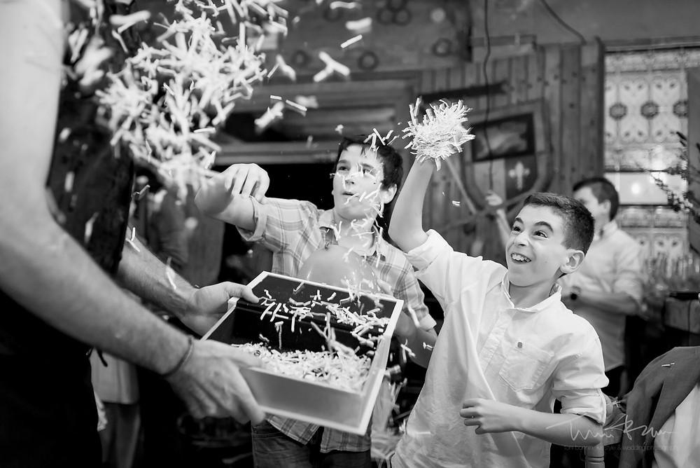 fiesta niños diversión Fotografía documental Destination wedding photographer Tarragona  Barcelona