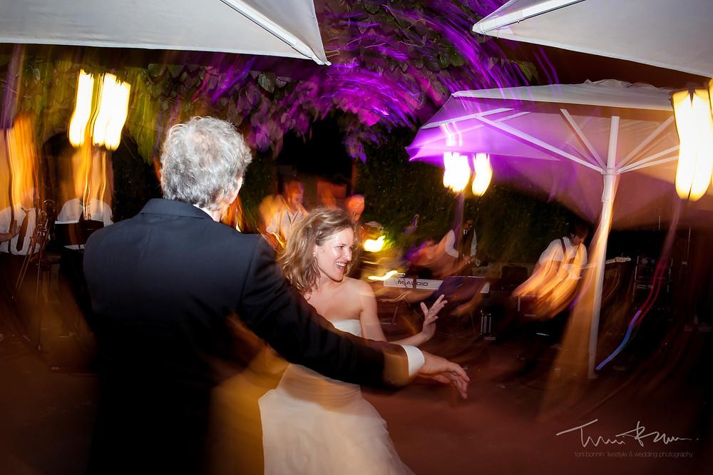 baile Mas Folch boda Fotografía documental Destination wedding photographer Tarragona  Barcelona
