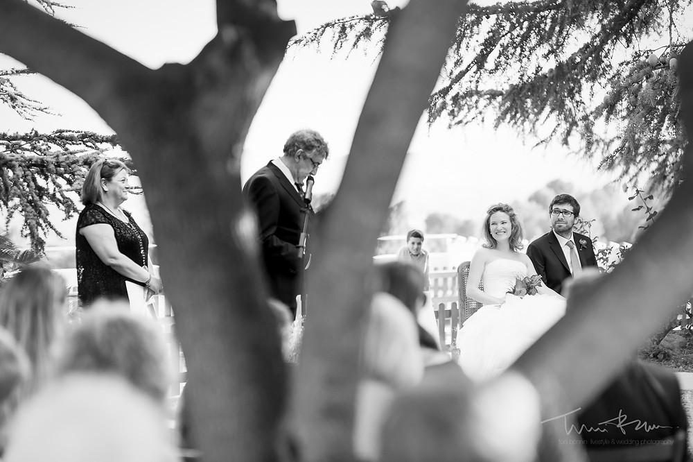 lecturas padre Mas Folch boda Fotografía documental Destination wedding photographer Tarragona  Barcelona ceremonia