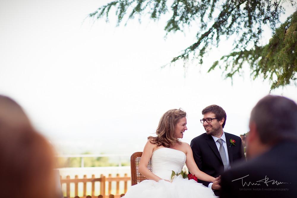 complicidad novios ceremonia Mas Folch boda Fotografía documental Destination wedding photographer Tarragona  Barcelona