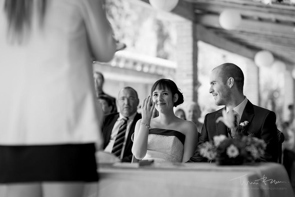 mirada novio a novia emocionada Fotografía documenta Destination wedding photographer Tarragona  Barcelona