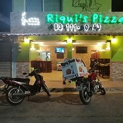 Riquis pizza.jpg