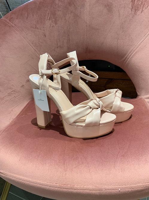 Sandalo rosa con nodo