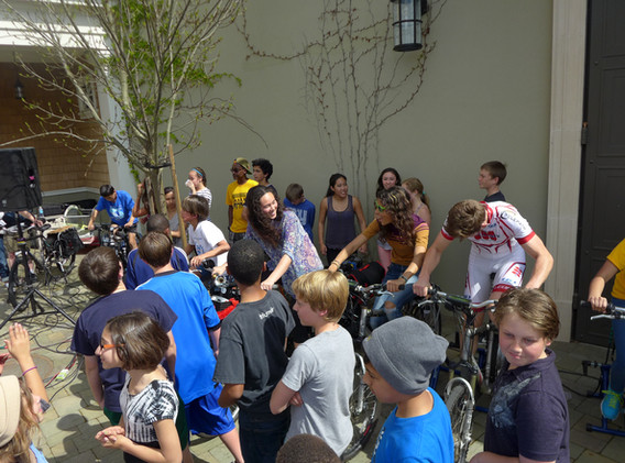 Studio Ecotopia 8-bike system at Head Royce Academy, Oakland, CA. Photos: Paul Freedman