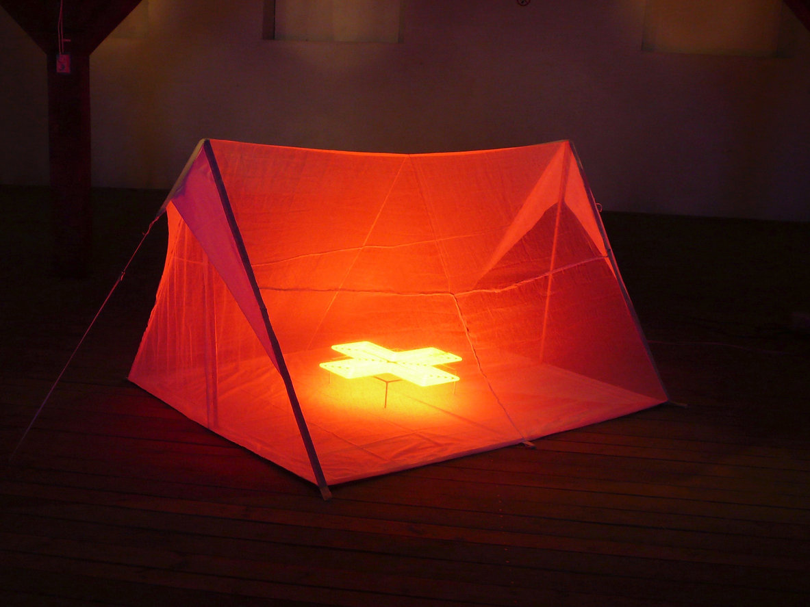 6a.Red&Tent2-kopia4-3.jpg