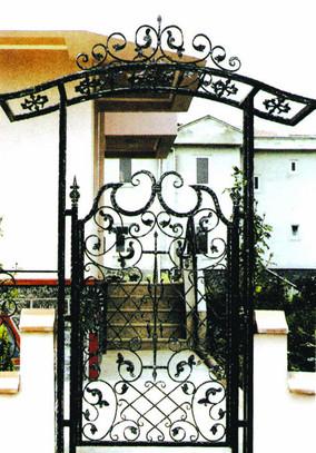 כניסה מברזל שער דקרורטיבי