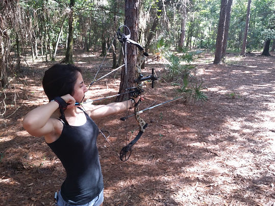 girl shooting compound bow in tampa