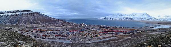 Longyearbyen sett  fra sukkertoppen.jpg