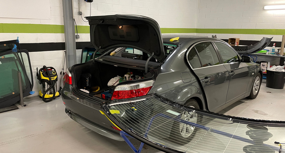 REMPLACEMENT LUNETTE ARRIERE BMW SERIE 5