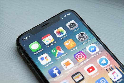 iPhone में WhatsApp पर नए Contacts कैसे डालते है?