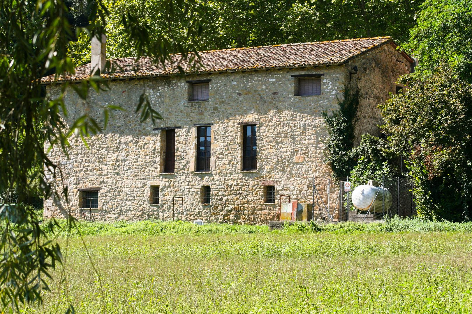 Vista lateral de la casa de colònies