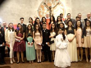 Pforzheim celebra la Santa Cresima. L'arcivescovo Monsignor Stephan Buger di Freiburg omaggia la sua