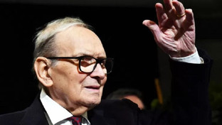 Un saluto al Maestro Ennio Morricone, una carriera da Oscar. Il cordoglio dal mondo intero