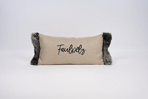 """Kissen mit """"Faulpelz"""" Stick und Fell-Rand"""