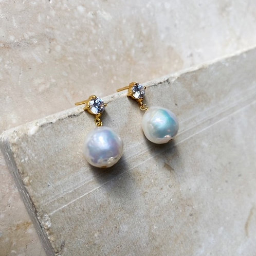 Cassandra Round Pearl Earring