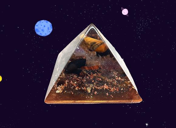 Orgonite de forme pyramidale - Chiffre d'or 9