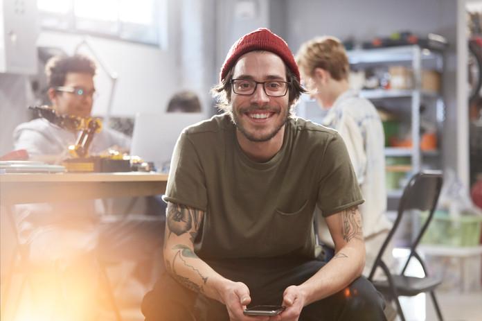 Sourire jeune homme