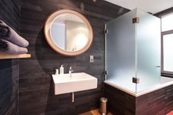 Bathroom Panton room Quatre20cinq