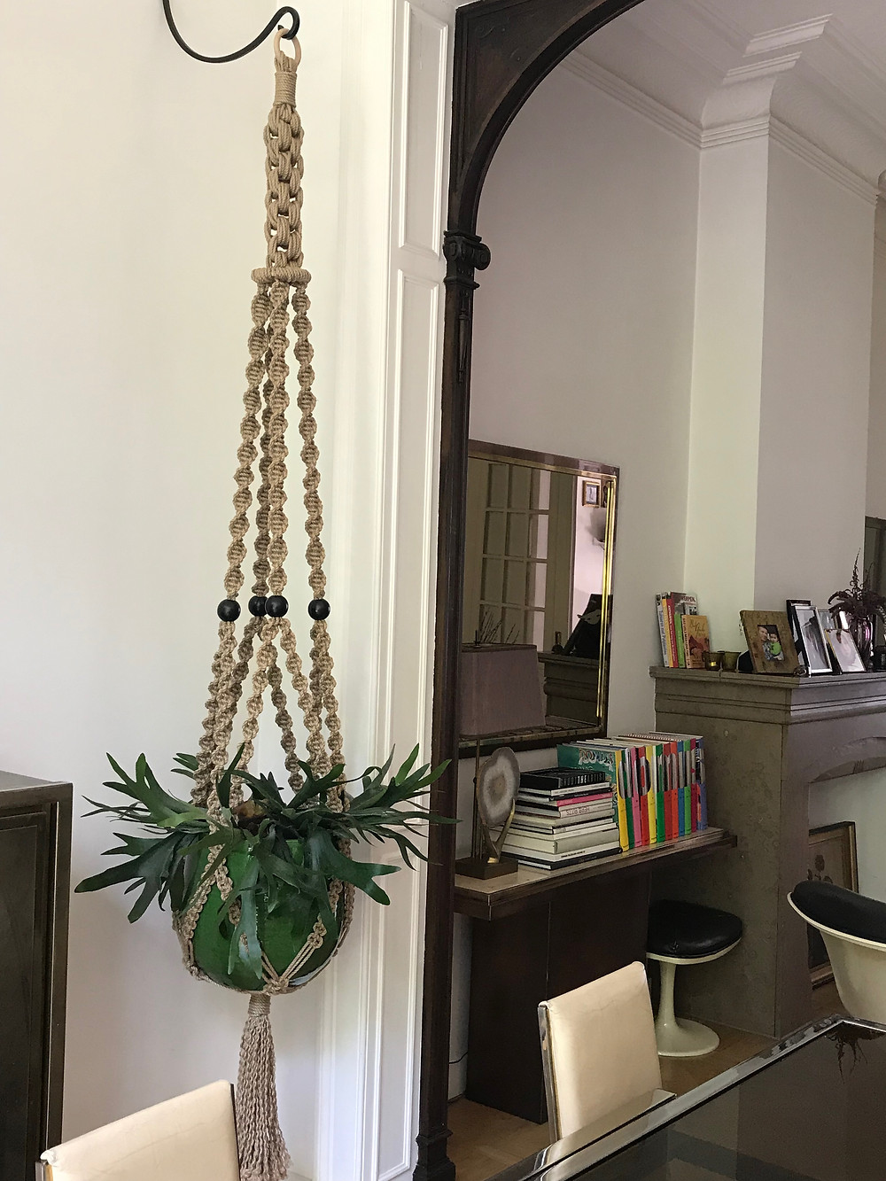 Macramé plant hanger in 6mm natural jute. ca. 3m high. With a Staghorn Fern plant