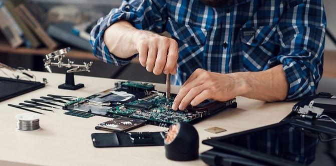 computer-technician-1.jpg