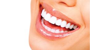 ¿Cómo Funciona un Blanqueamiento Dental?