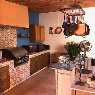 Outdorr-kitchen-with-all-appliances.jpg