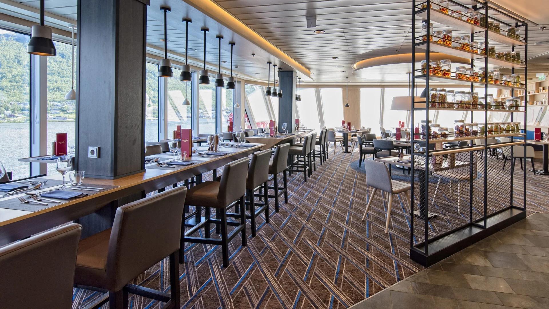 MS Roald Amundsen Aune Restaurant