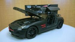 Mercedes-Benz SLS AMG 1-18 diecast